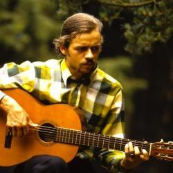 Koen De Cauter op gitaar