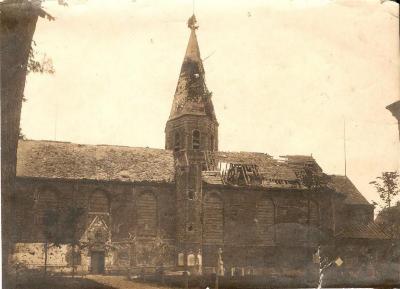 De beschoten kerk van Machelen-aan-de-Leie
