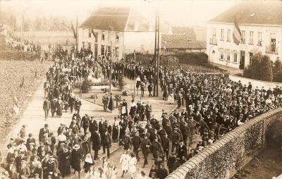 De onthulling van het oorlogsmonument van Machelen-aan-de-Leie