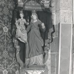 Beeld van Sint-Anna-te-Drieën in de Deinse Onze-Lieve-Vrouwekerk