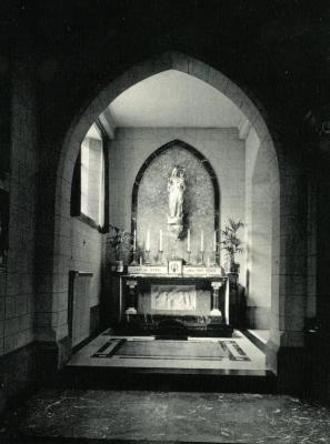 Altaar gewijd aan Onze-Lieve-Vrouw in de kloosterkapel van de Deinse zusters van Sint-Vincentius à Paulo