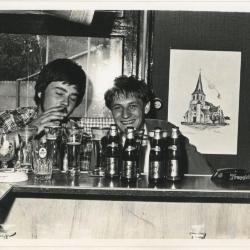 Weddenschap bier drinken in 't Sloefke