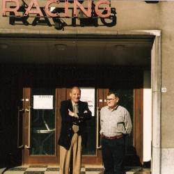 Willy Van Hove en Guy Van Hove poseren voor zaal Racing