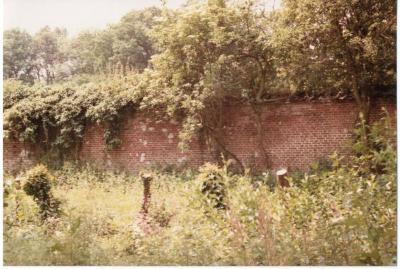De muur van de moestuin van het Olsens kasteel