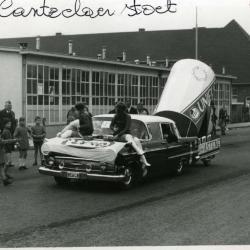 Promo-auto tijdens reclamestoet Canteclaer