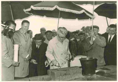 Eerste steenlegging van het museum Dhondt-Dhaenens