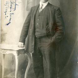 Abel De Vogelaere poseert