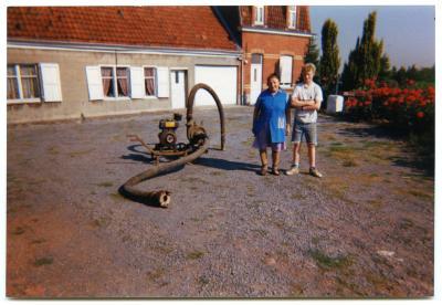 Manueel aangedreven pomp voor het oppompen van vloeibare mest.