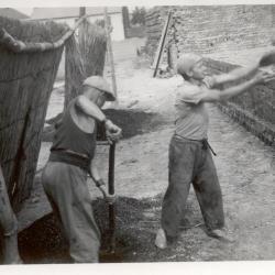 Steenbakkers : De techniek van het werpen van het kolenmandje