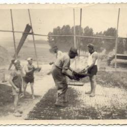 Steenbakkers : techniek van het werpen van de kolenmandjes