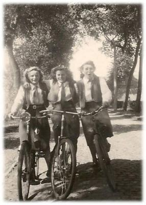 KVLV-dames op stap met fiets.