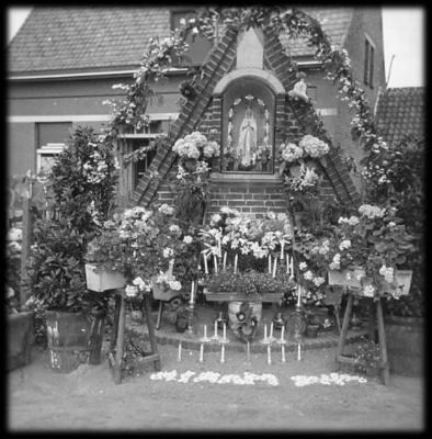 Onze-Lieve-Vrouwkapel in de bloemen.