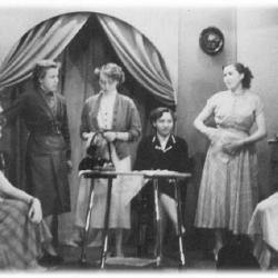 Toneel spelende KVLV dames.