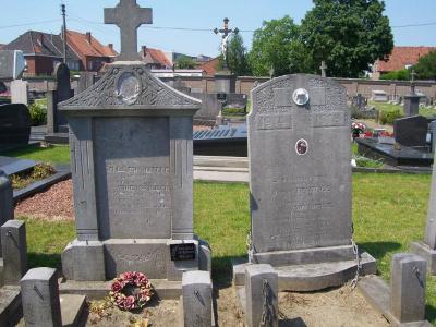 Oorlogsgraf Gustaaf Van De Moortele en graf Octaef Hertoge op begraafplaats Deinze