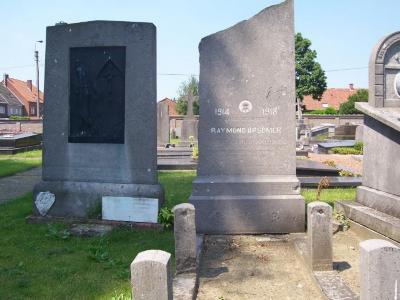 Oorlogsgraf Raymond Opsomer op begraafplaats Deinze