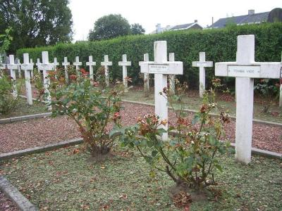 Perk voor de gesneuvelde Franse soldaten uit W.O.I op de begraafplaats van Petegem-aan-de-Leie