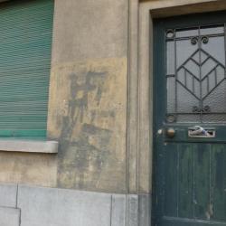 Hakenkruisen op gevel huis G. Gezellelaan