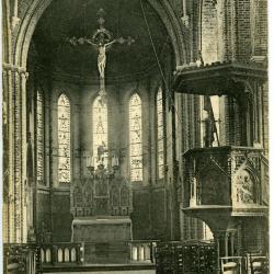 Het interieur van de kerk van Sint-Maria-Leerne