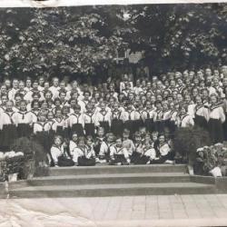 Groepsfoto van de meisjes van het pensionaat van de Soeurs de la Visitation