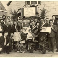 Kampioenenviering hanenzetters bij de familie De Ketele