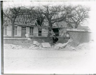 Vernield huis op het dorp van Eke
