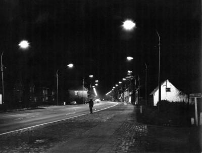 De Kortrijksesteenweg na het vallen van de avond