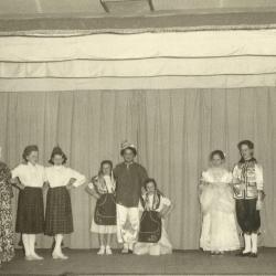 Schoolfeest op de meisjesschool van Bachte-Maria-Leerne