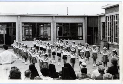 Schoolfeest op de Pintse meisjesschool