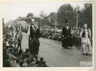 Tonus en Tonia maken excursie naar Antwerpen