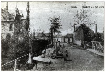 Zicht op vernielingen in Eke Dorp.