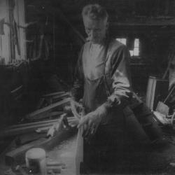 Constantijn Cnudde in zijn werkplaats