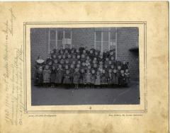 Groepsfoto leerlingen wijkschooltje Eke-Landuit