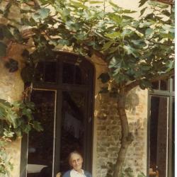 Marie Minne in haar tuin