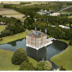 Luchtfoto van het kasteel van Olsene
