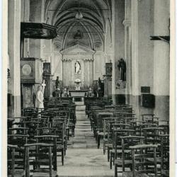 Zicht op de middenbeuk van de Machelse parochiekerk