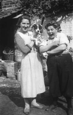 Antoinette en Armand en hond