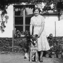 Antoinette D'Haenens met hond