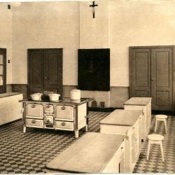 Kookklas in de huishoudschool van de Deinse zusters Sint-Vincentius