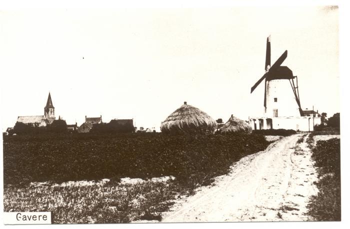 Uitzicht op kerk en molen van Semmerzake