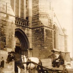 Herman van Nazareth arriveert per pony en ezel in Deinze