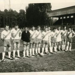 De voetbalploeg van ERD speelt match tegen spoorwegpersoneel