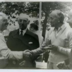 Lucien Buysse samen met Willem van Wijnendaele en de Tourbazen