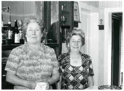Cafébazinnen van Het Oud Gemeentehuis