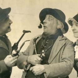 """""""De lustige boer"""" opgevoerd door Burgersbond Deinze"""