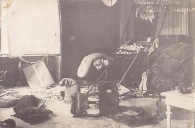 Het vernielde interieur van de eetkamer van het kasteel van Olsene